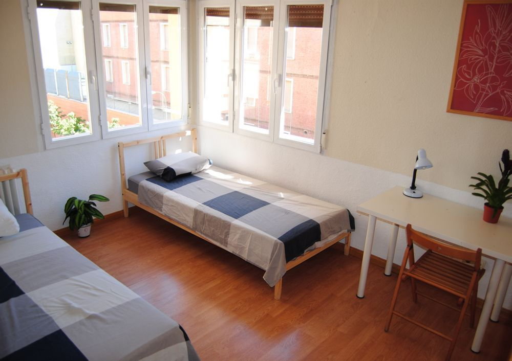 1 - rent an affordable twin room in central madrid