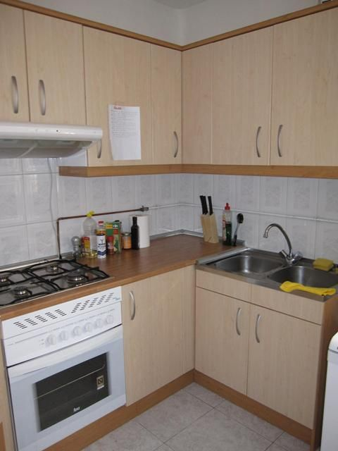 8 - kitchen in shared lodging in central madrid